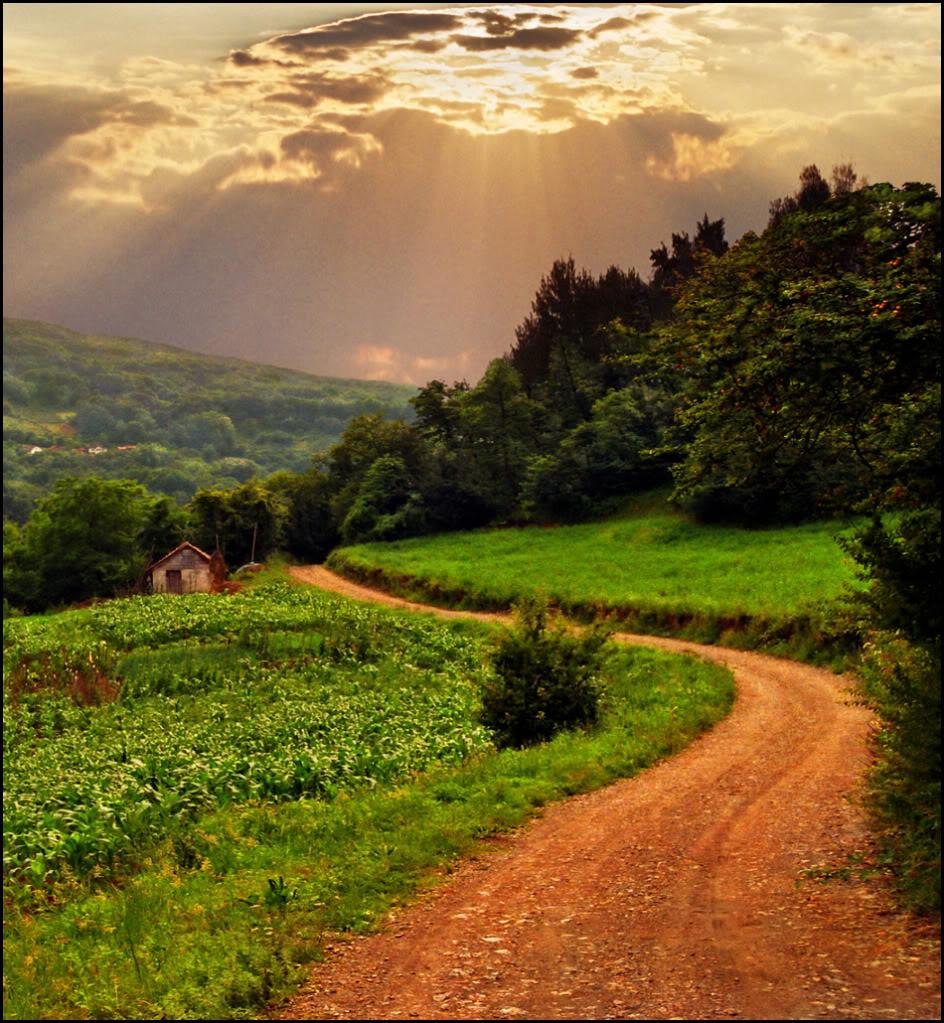 Hármas szemlélet: Ég s Föld között halad az Ember Útja